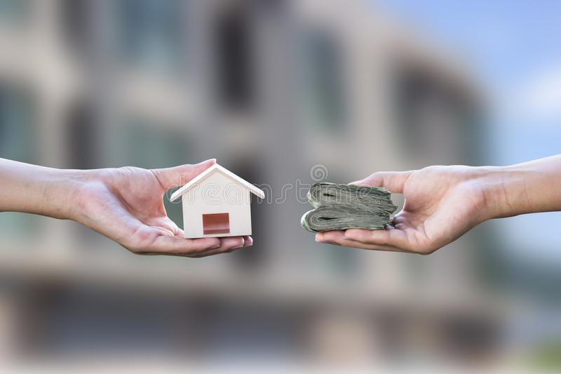 Préstamo hipotecario, hipotecas, deuda, concepto de compra casero imagen de archivo
