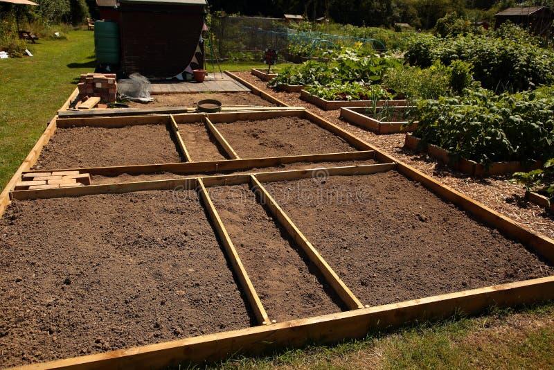 Prêt marqué par complot d'attribution pour planter avec un cadre en bois photo stock