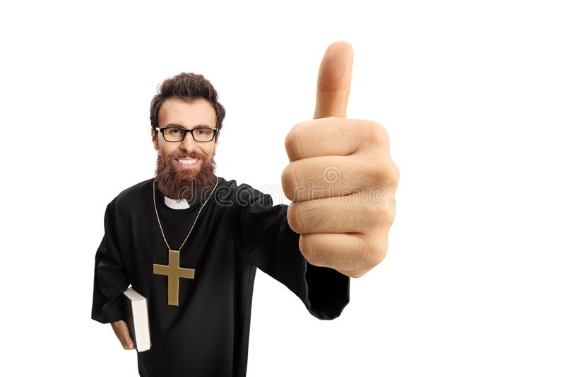 Prêtre faisant un pouce vers le haut de geste photos libres de droits