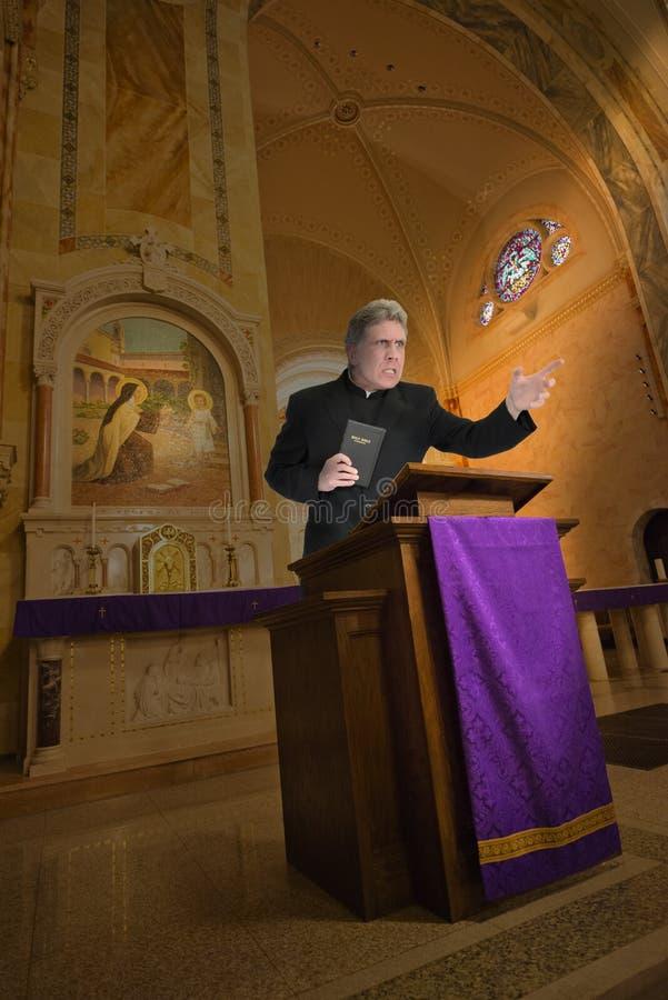 Prêtre, prédicateur, ministre, sermon de religion de clergé photographie stock libre de droits