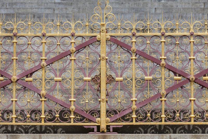 Príncipe Albert Memorial, cerca decorativa, jardines de Kensington, Londres, Reino Unido foto de archivo libre de regalías