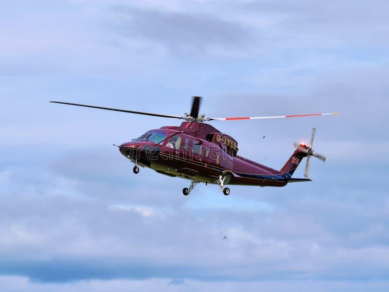 Príncipe Charles Royal Helicopter Flight imagen de archivo libre de regalías
