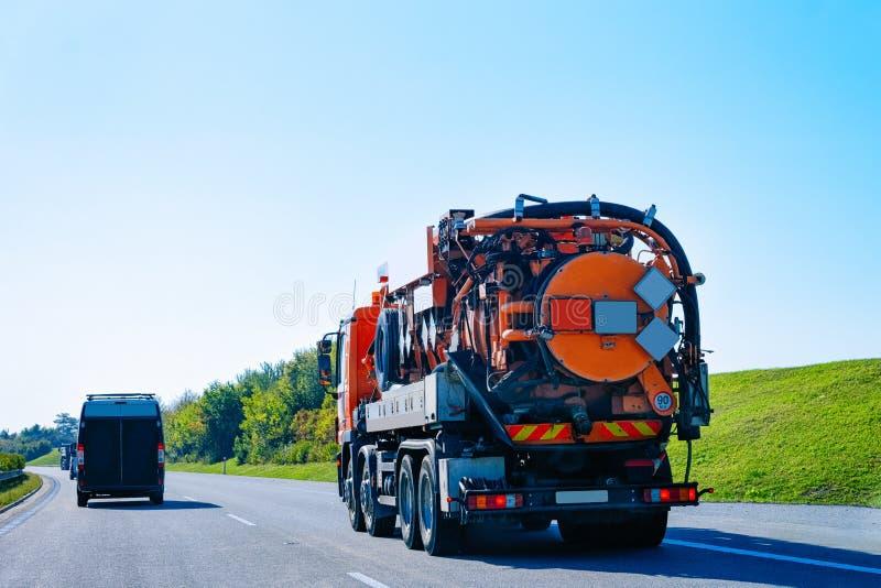 Próżnia odpady ciężarówka na autostrady drodze w Slovenia zdjęcie royalty free