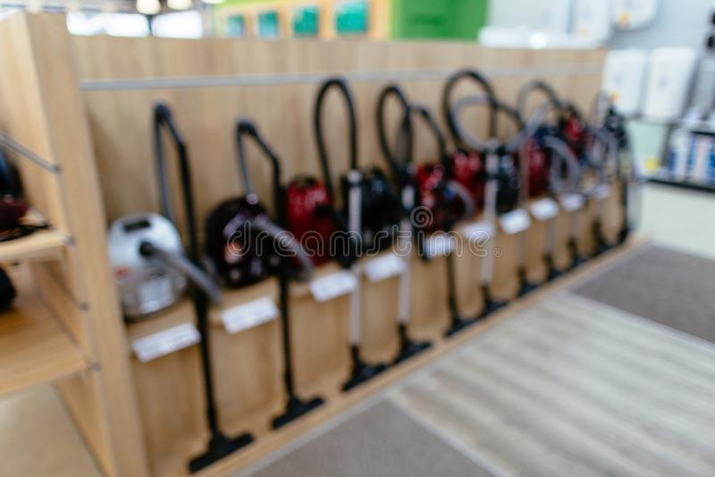 Próżniowi czyściciele w elektronika domu towarowym zdjęcia stock