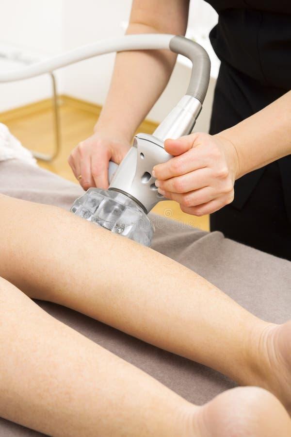 Próżniowy odchudzanie masażu traktowanie przy kliniką obrazy royalty free