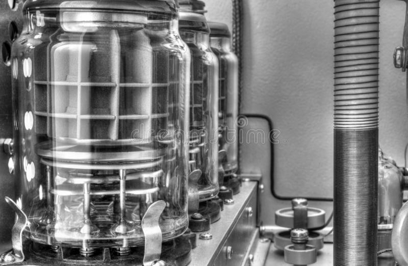 Próżniowych tubk shortwave władzy amplifikator w czarny i biały obrazy stock