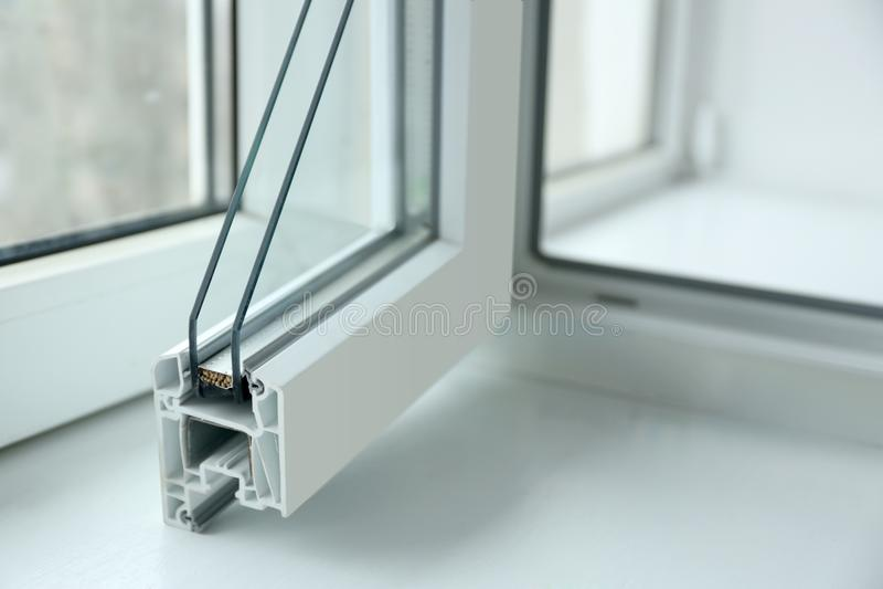 Próbka okno profil na windowsill zbliżeniu zdjęcia royalty free