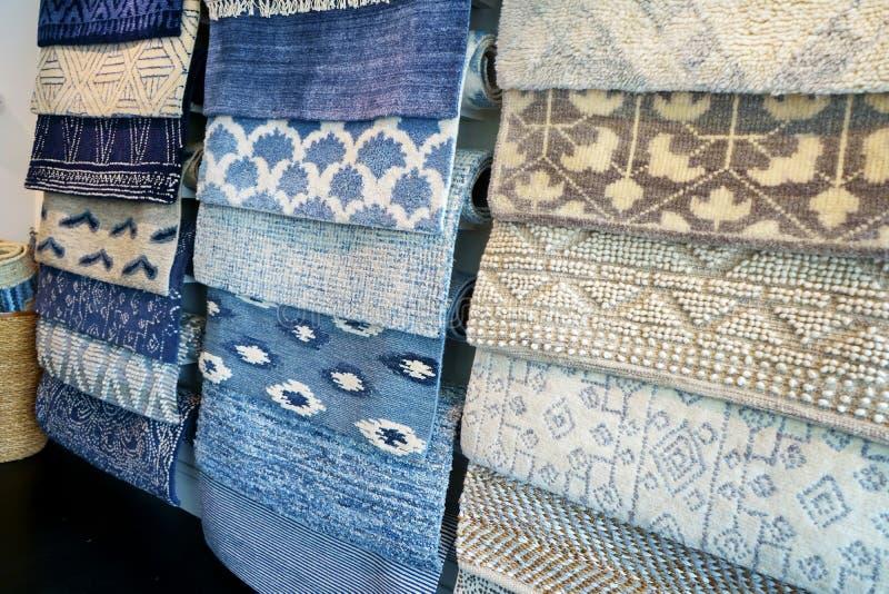 Próbki dywanów na ekranie zdjęcie royalty free