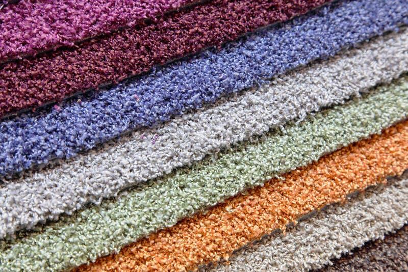 Próbki dywany w sklepie obrazy stock