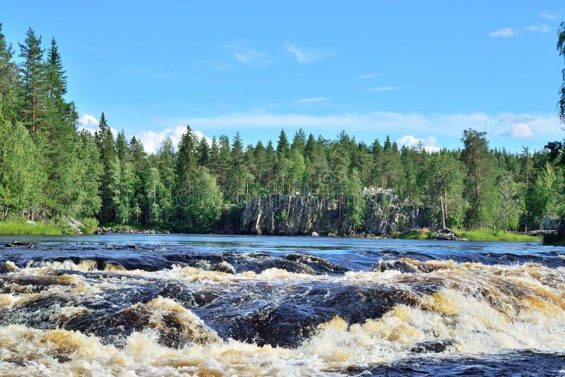 Próg Padun na rzecznym Chirko-Kem Karelia, Rosja zdjęcia royalty free