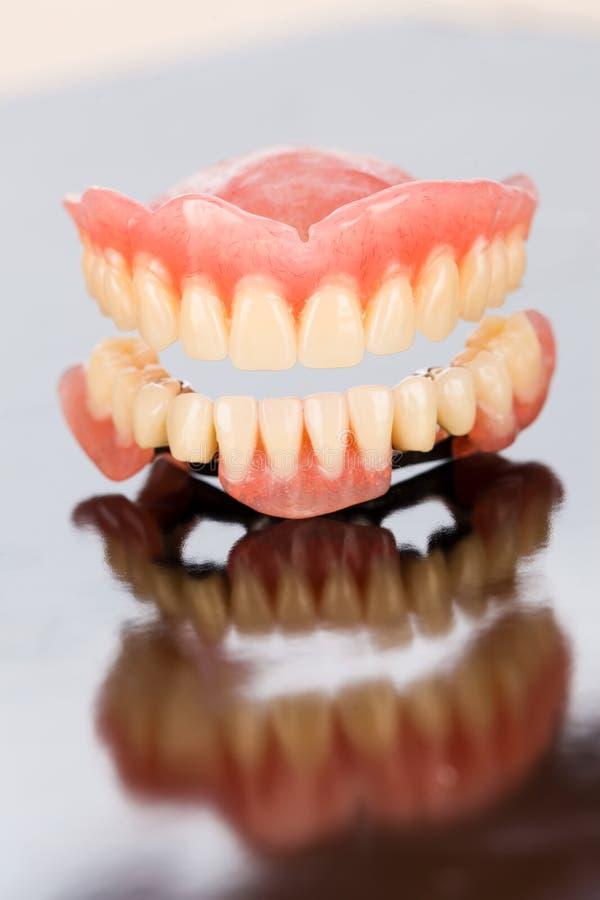 Prótese dental superior e mais baixa foto de stock royalty free
