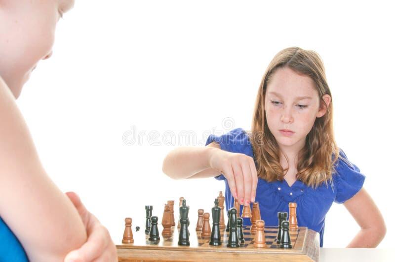 Próximo paso del trazado de la muchacha en ajedrez imagen de archivo