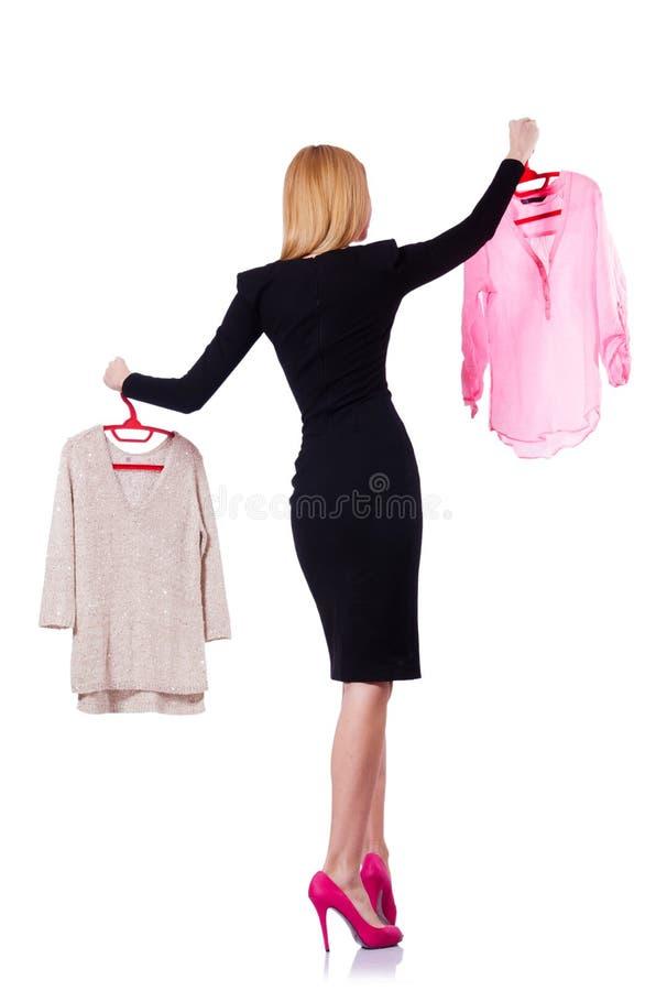 Pröva kvinna att välja klänningen royaltyfri bild