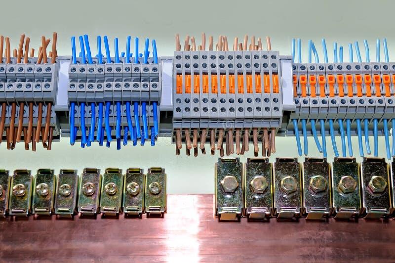 Prövkopior av olika typer av elektriska kontaktdon arkivbild