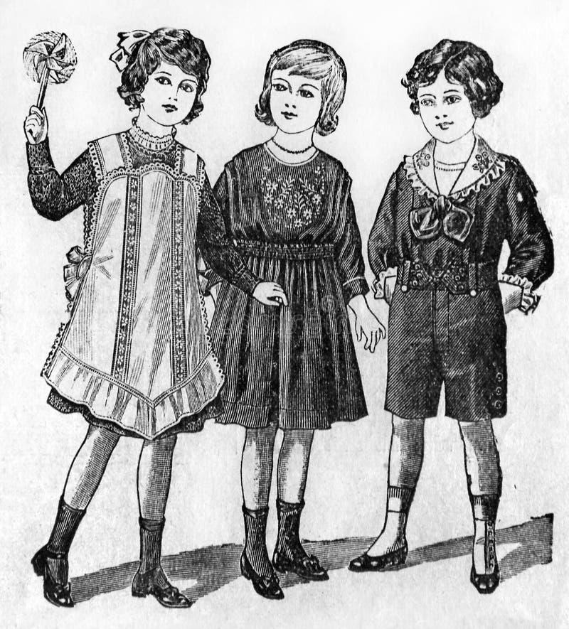 Prövkopior av trendig kläder från en tidskrift för gammal stil royaltyfri bild