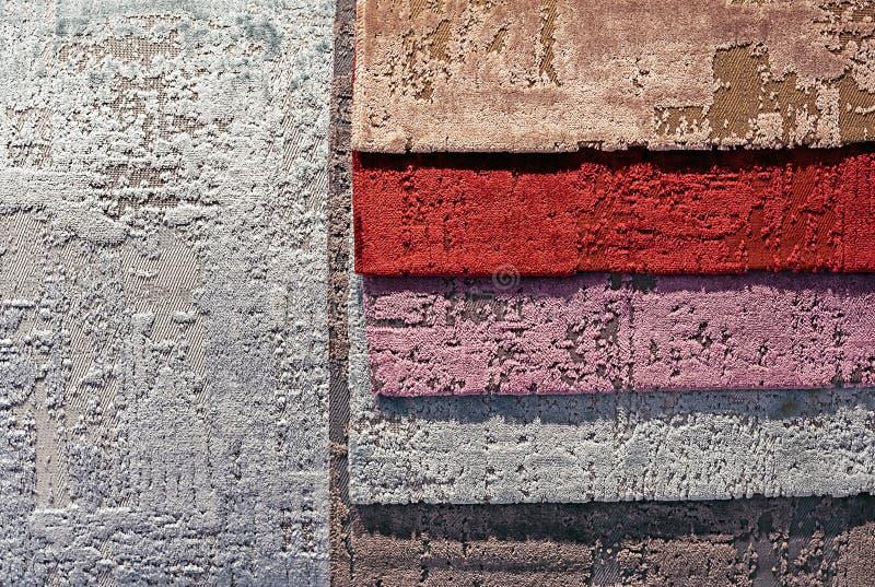 Prövkopior av velortyg för soffastoppning fotografering för bildbyråer