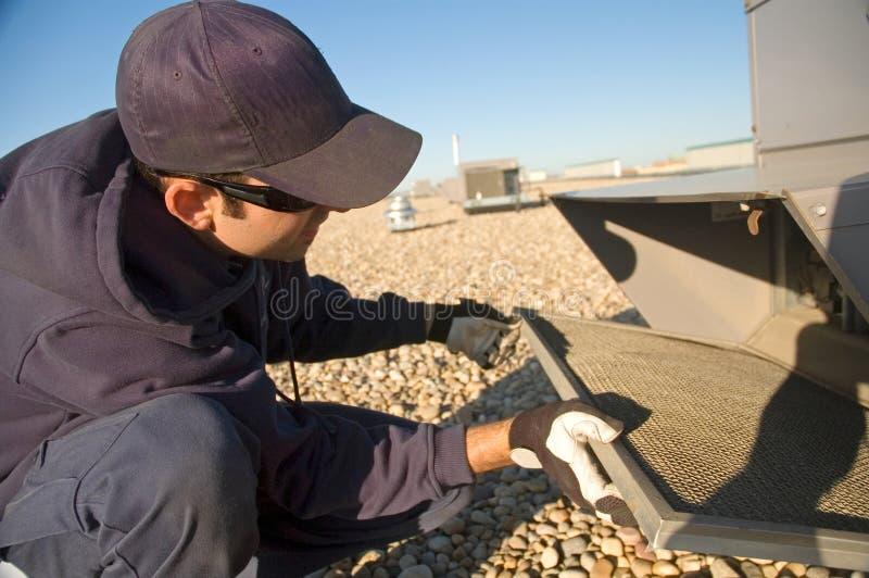 Prüfen der Dachspitzenmaßeinheit lizenzfreie stockbilder