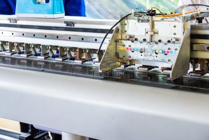Prüfung des Haupttintenstrahldruckers mit Wartung stockbilder