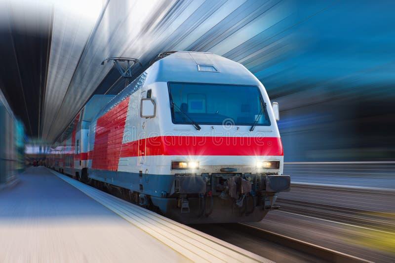 prędkość wysoki nowożytny pociąg zdjęcia stock