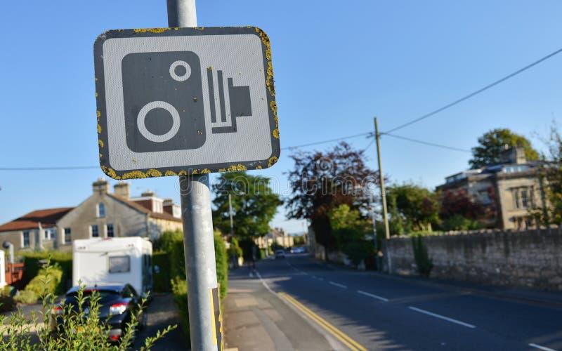 Prędkości kamery znak ostrzegawczy zdjęcia royalty free