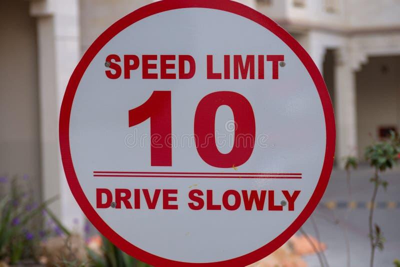 Prędkości ograniczenie przejażdżka Wolno - 10 - zdjęcie royalty free