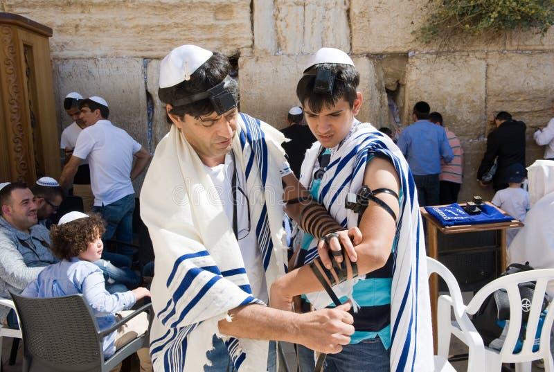 Prętowego Mitzvah rytuał przy Wy ścianą zdjęcie royalty free
