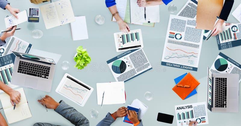 PR da ocupação da discussão das estatísticas de negócio da análise de contabilidade imagem de stock