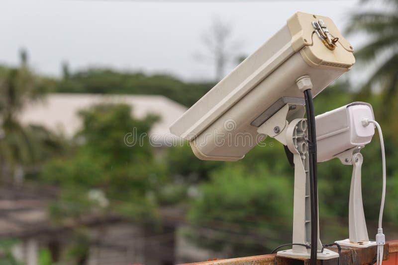 pr?dko?ci kontrola kamera w miastowym przy brid?owym skrzy?owaniem obraz royalty free
