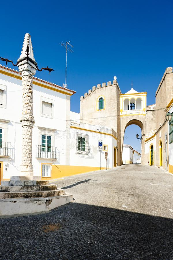 Pr?gierz przy Largo de Santa Clara, Elvas, Alentejo, Portugalia obraz royalty free