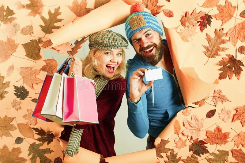 Pr?parez pour le texte Bonjour septembre Couples affectueux heureux Conception de chute de feuille Vente ou noir vendredi d'autom image libre de droits