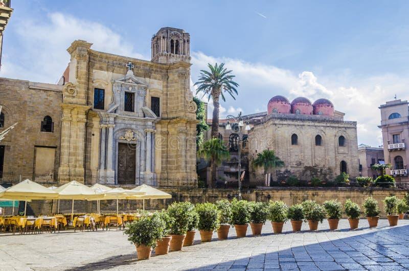 Praça Bellini de Palermo e suas igrejas foto de stock