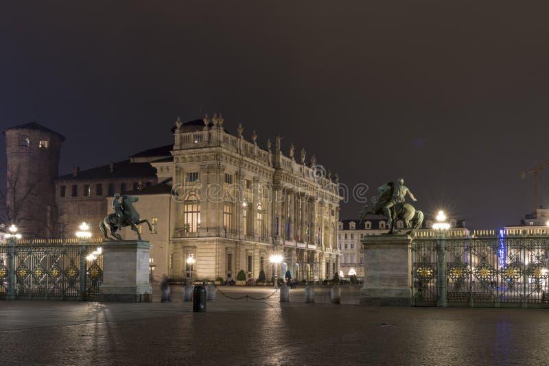 Praça Castello na noite, Turin Itália imagens de stock