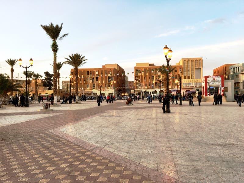 Praça da cidade da cidade turística Bechar Argélia No passado, Bechar era o centro da troca do ouro fotografia de stock