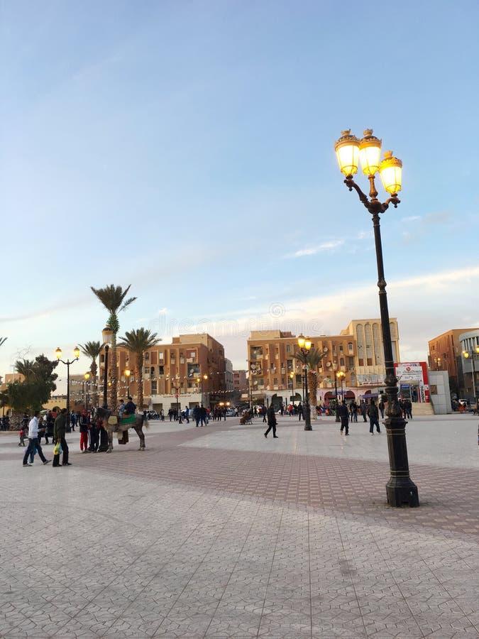 Praça da cidade da cidade turística Bechar Argélia No passado, Bechar era o centro da troca do ouro imagem de stock royalty free