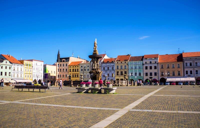 Praça da cidade do quintal de Ceske Budejovice, república checa foto de stock