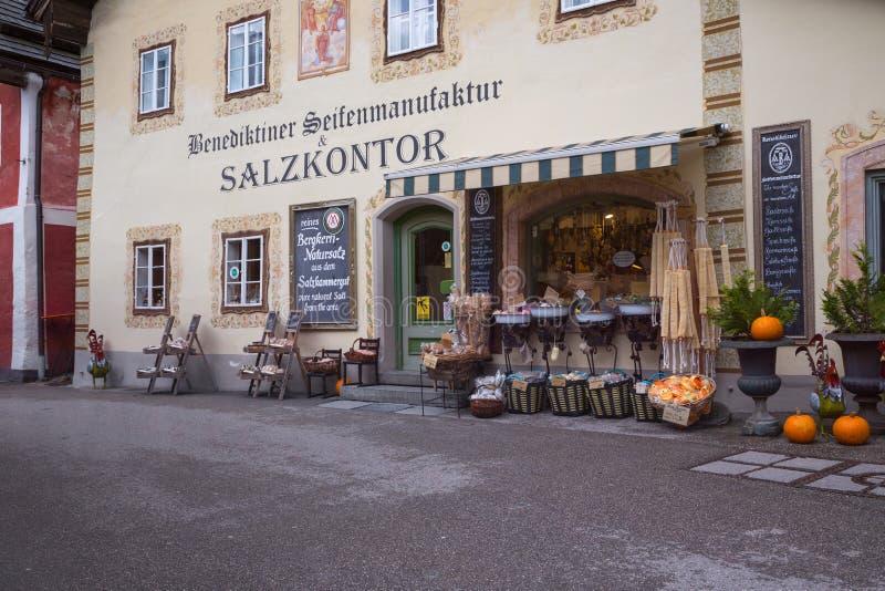 Praça da cidade histórica de Hallstatt fotografia de stock