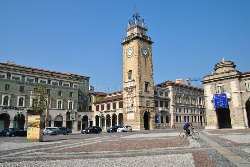 Praça da cidade no dei Caduti de Bergamo, de Torre & no x28; Torre do Fallen& x29; imagens de stock