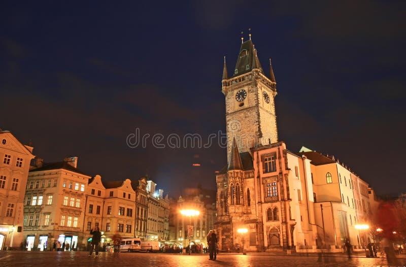 A praça da cidade velha na noite imagens de stock royalty free