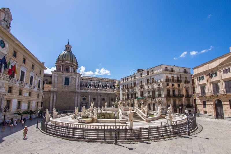 Praça em Palermo, Itália fotos de stock royalty free