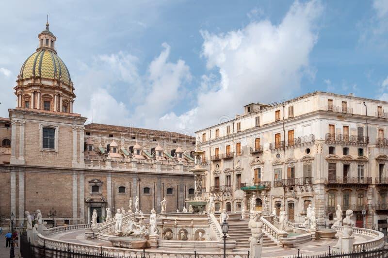 A praça Pretoria é um dos quadrados centrais de Palermo, Itália imagens de stock