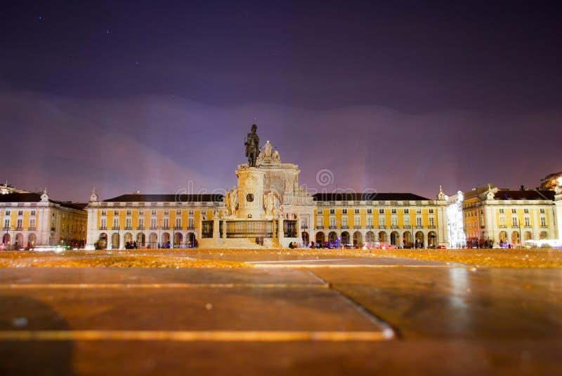 Praça robi Comércio, Lisboa przy nocą zdjęcia royalty free