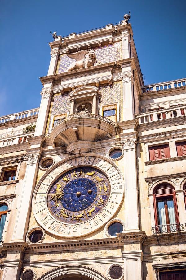 Praça San Marco com a basílica de St Mark e a torre de sino de St Mark & de x27; Campanile de s foto de stock royalty free