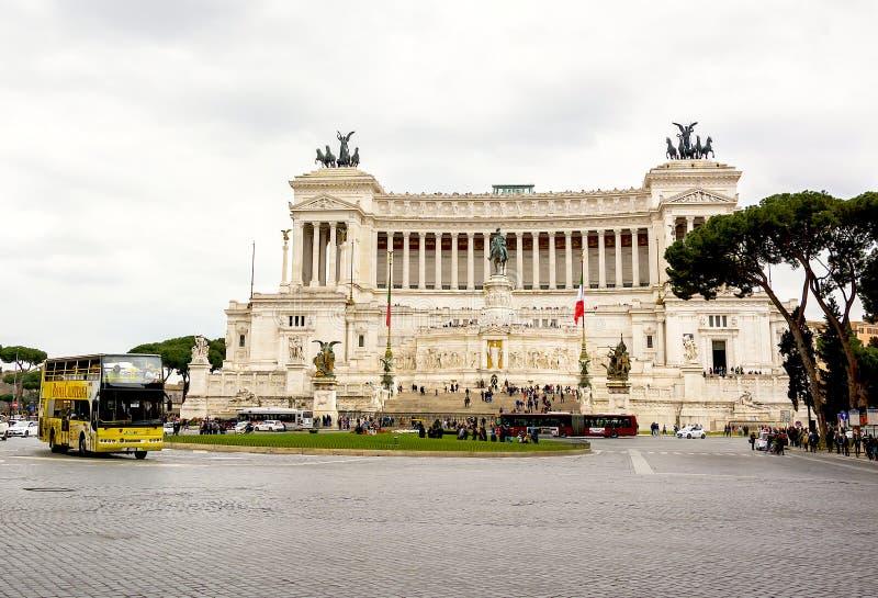 Praça Venezia com o altar da pátria em Roma imagem de stock