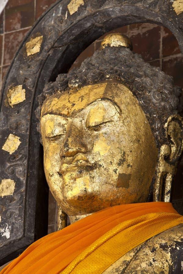 Pra Kantara bhuddabild på den centrala korridoren av Maha Sarakham royaltyfri bild