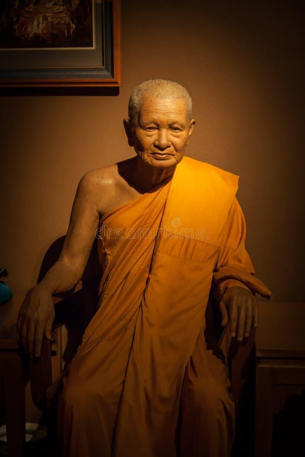 Pra Kru Paowanarungsi die de vuist abt van de tempel van Yai Chaimonkol is royalty-vrije stock afbeelding