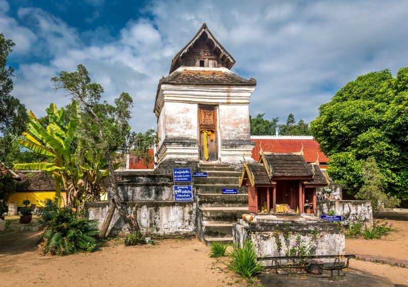 Pra som Lampang Luang, den berömda forntida buddistiska templet royaltyfri bild