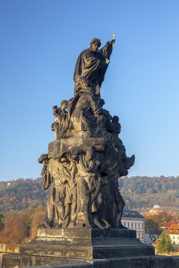 Praag - het standbeeld van Heilige Francis Xavier van Charles-brug door F M Brokof 1711 royalty-vrije stock fotografie