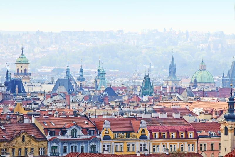 Praag - spitsen van de oude stad stock foto