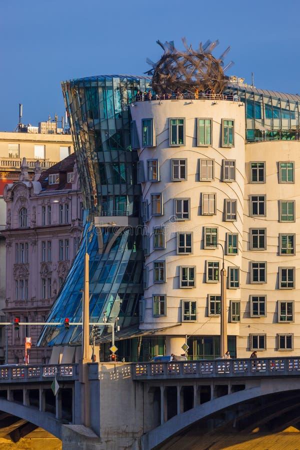Praag, Tsjechië - november 2017: Famous Dancing House in het centrum van de stad royalty-vrije stock afbeeldingen