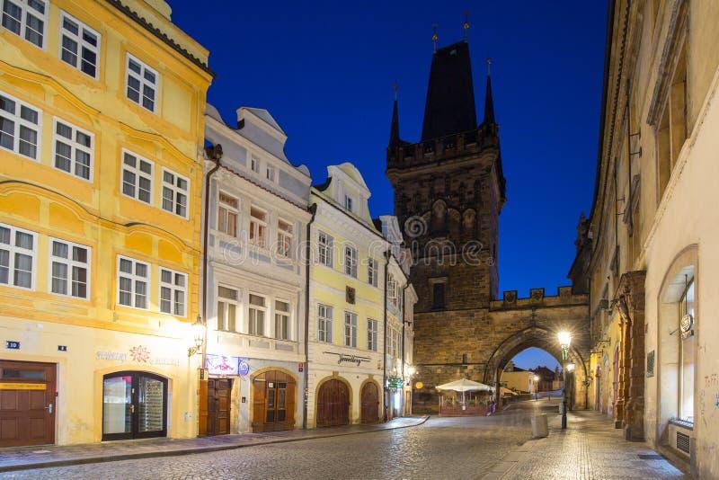 Praag, Tsjechische Republiek - 20 April, 2019: Architectuur van de oude stad in Praag bij nacht, Tsjechische Republiek stock foto